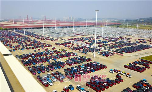 柳州汽车城,即将销往全国各地的柳产汽车.jpg