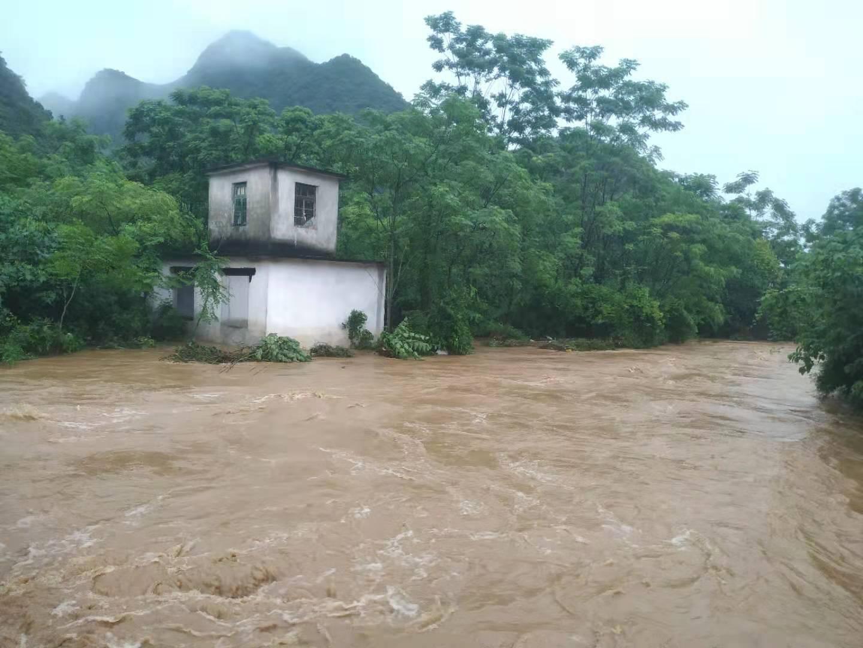 滚动 | 暴雨来袭,融安、柳城和鹿寨县水位上涨,有村屯道路、桥梁被淹没