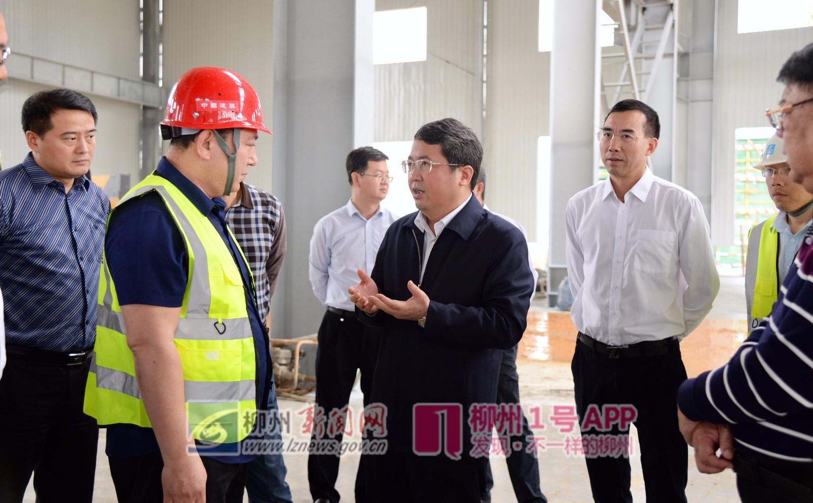 """厂房内,市长吴炜深入了解当前工业企业经营之难,一企一策助其""""爬坡过坎"""""""